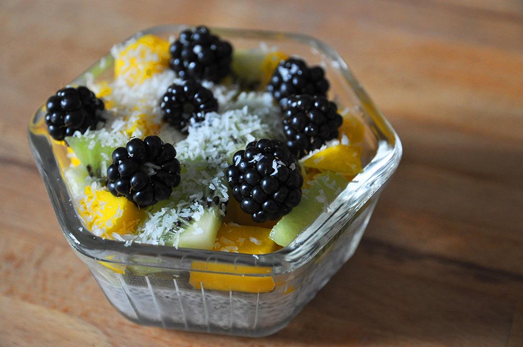 Pudding chia garni de fruits de saison