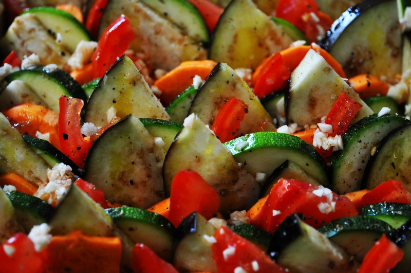 Tian traditionnel pour apprécier les bons légumes d'été.