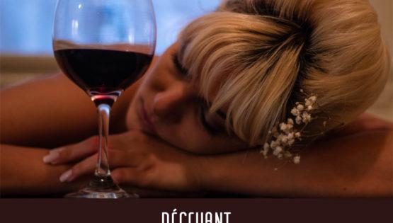 Cette charmante demoiselle aurait-elle bu un peu trop de vin ? Ô déception...