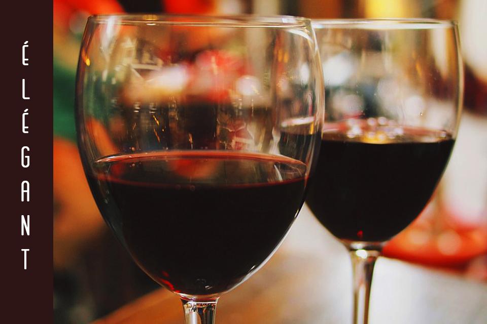 Un dîner en amoureux ? Oui le vin peut être très élégant lorsqu'il est consommé en toute modération.