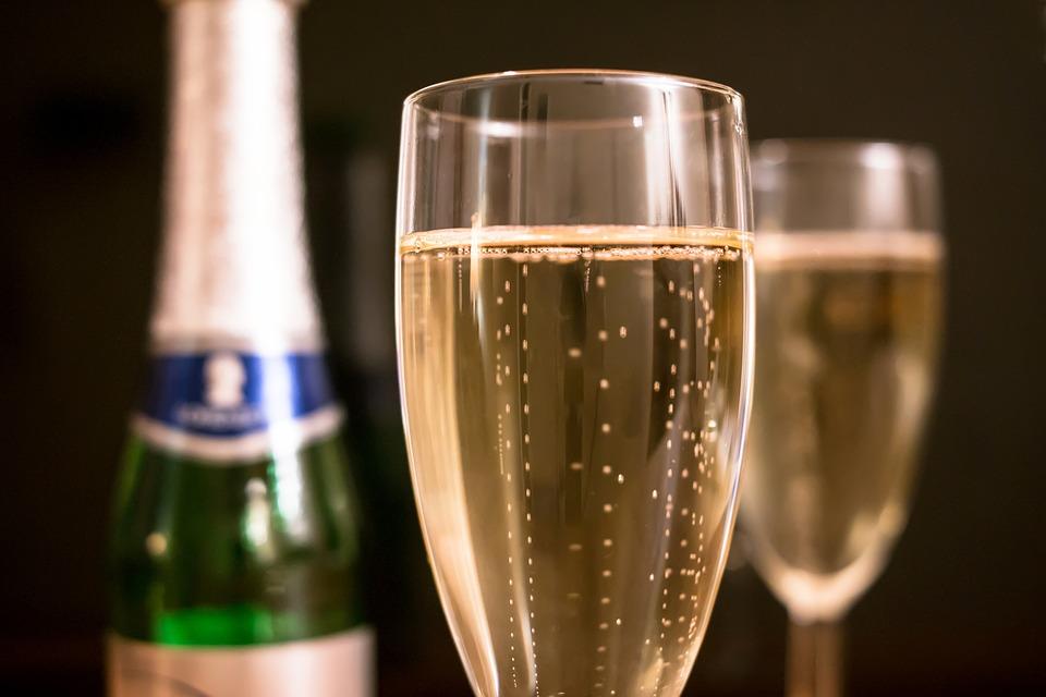 Si tu veux éviter ce bon vieux paracétamol du lendemain de fête, vas-y mollo sur l'alcool.
