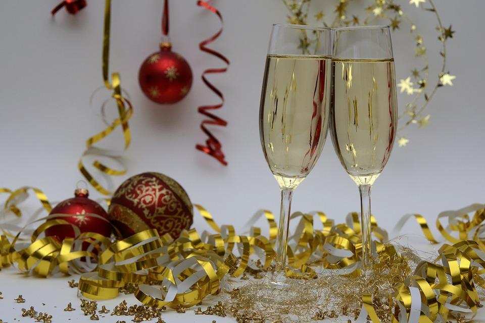 Réveillon, Noël, fêtes de fin d'année ne sont pas des plus sympas pour ton estomac...