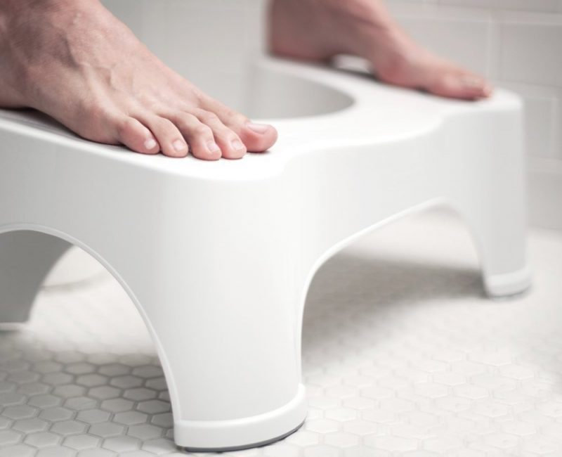 Des sociétés commercialisent même des tabourets de toilettes.