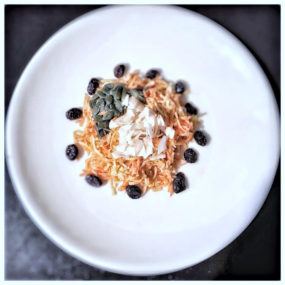 Recette de salade saine au céleri rave et noix de coco, fraîcheur bonheur dans ton assiette !