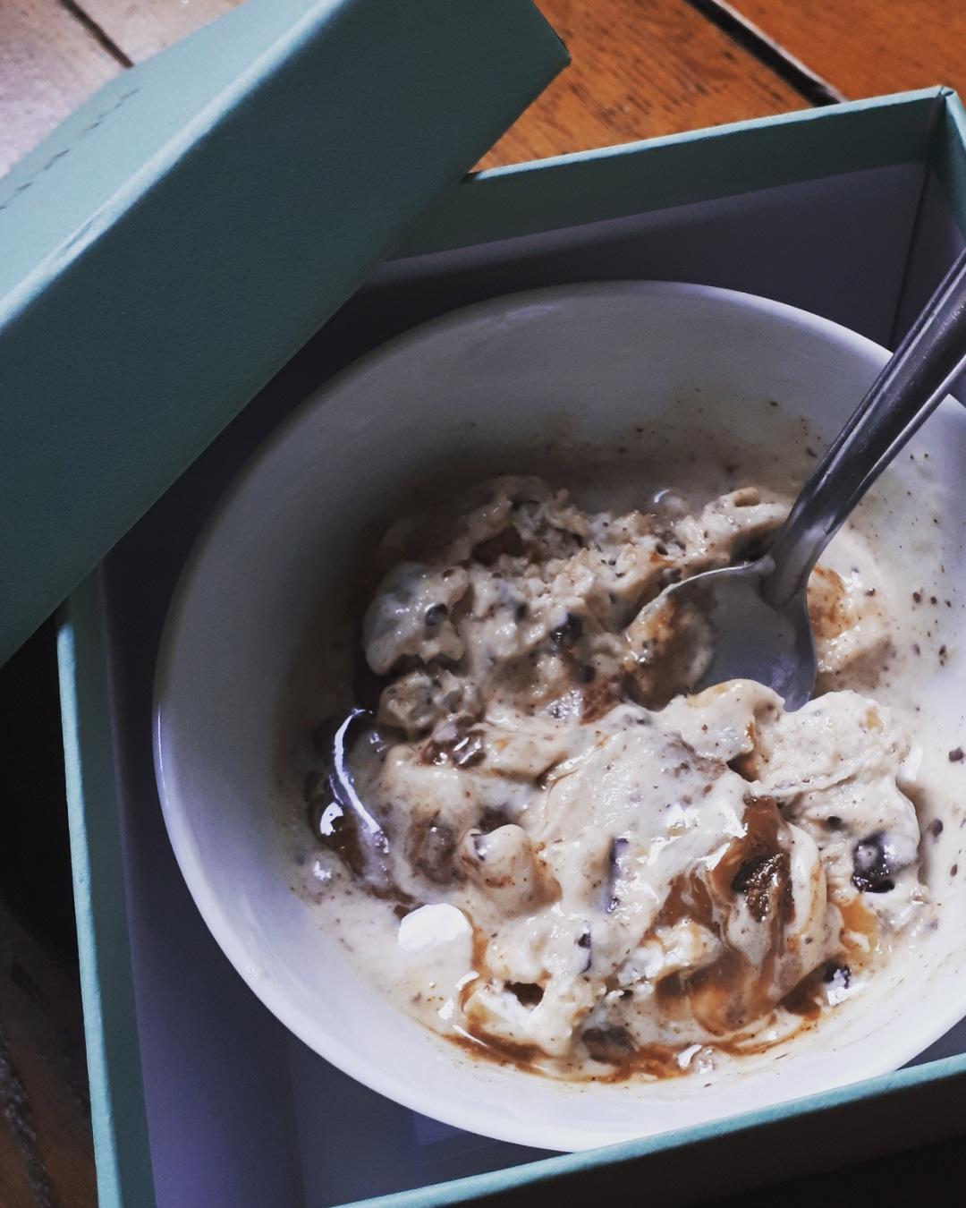 La crème glacée qui fait durer l'été : à base de banane chocolat noisette et tout à fait digeste !